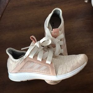 Adidas Edge Lux tennis shoe. Size 8.5. EUC